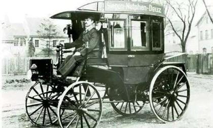 世界上第一辆公交车是谁发明的
