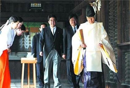 日本首相和天皇哪个大