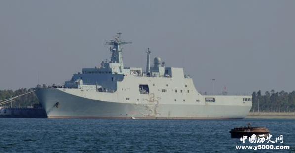 4艘登陆艇和数架中型直升飞机