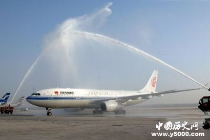 2018年12月28日,首都机场年旅客吞吐量突破1亿人次。