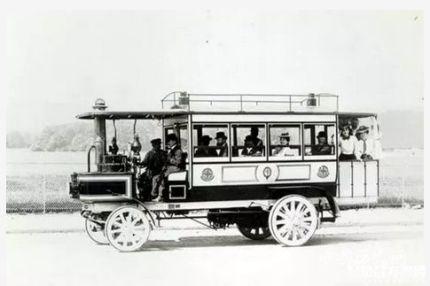 世界第一辆公共汽车出现时间_第一辆公共汽车发明人是谁