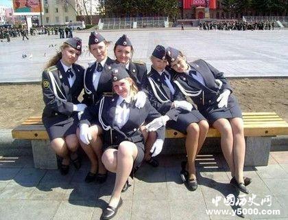 为什么苏联女兵穿裙子_为什么苏联女兵打仗只许穿裙子_苏联女兵打仗为什么穿裙子_中国历史网