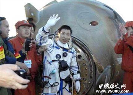 神舟五號發射成功的時間_神舟五號發射的故事_神舟五號載人飛船的宇航員是誰