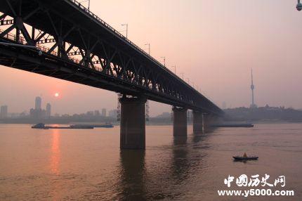 武汉长江大桥什么时候建成的_武汉长江大桥的建设历程_武汉长江大桥怎么建的