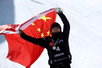 蔡雪桐奪冠_單板滑雪蔡雪桐_蔡雪桐獲單板滑雪美國公開賽冠軍_中國歷史網